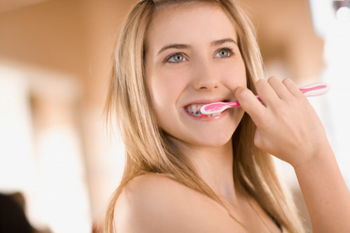 Cách chăm sóc răng giả cố định đảm bảo bền chắc nhất 4