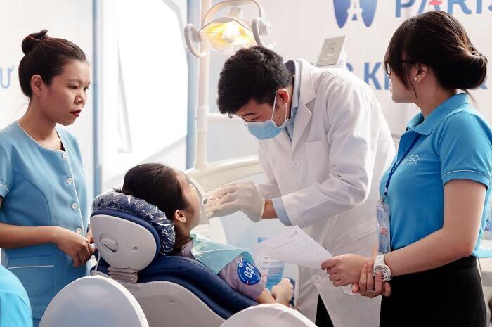 Răng sứ sử dụng được bao lâu phụ thuộc YẾU TỐ nào?? 3