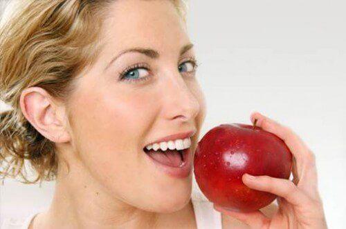 Sau khi làm răng sứ nên chăm sóc ra sao để được đảm bảo BỀN đẹp 1
