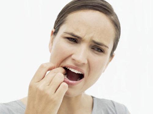 Đau sau khi trồng răng là bị làm sao? Cách khắc phục TRIỆT ĐỂ nhất 1